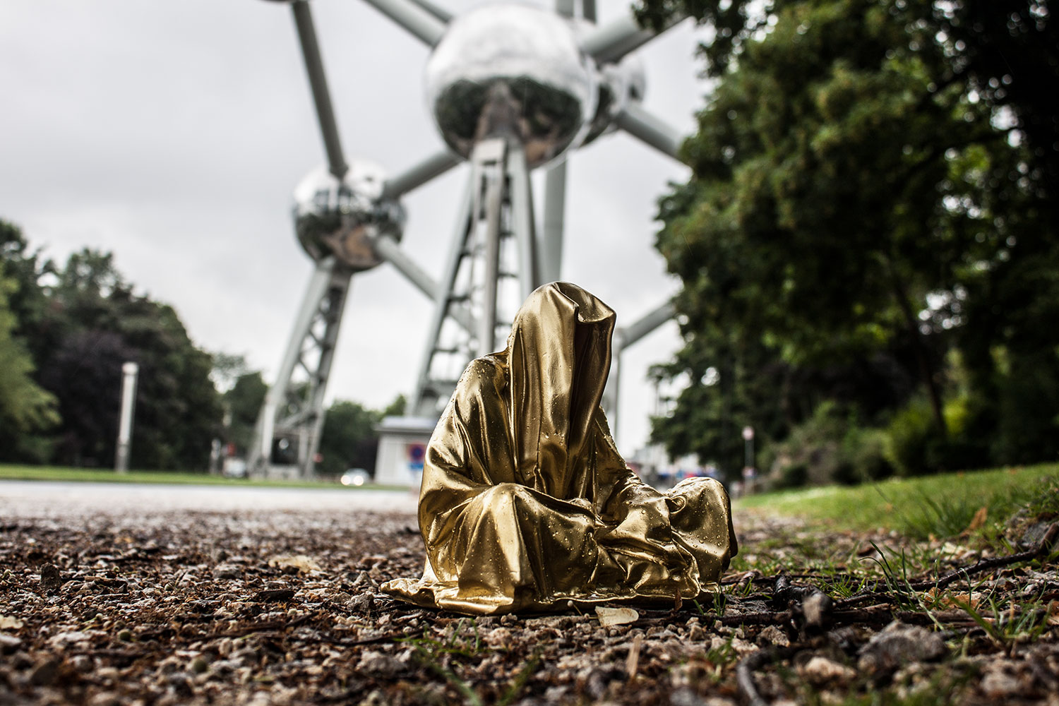 brussel-belgien-atonium-guardians-of-time-manfred-kielnhofer-public-modern-contemporary-art-fine-arts-sculpture-design-streat-art-1900