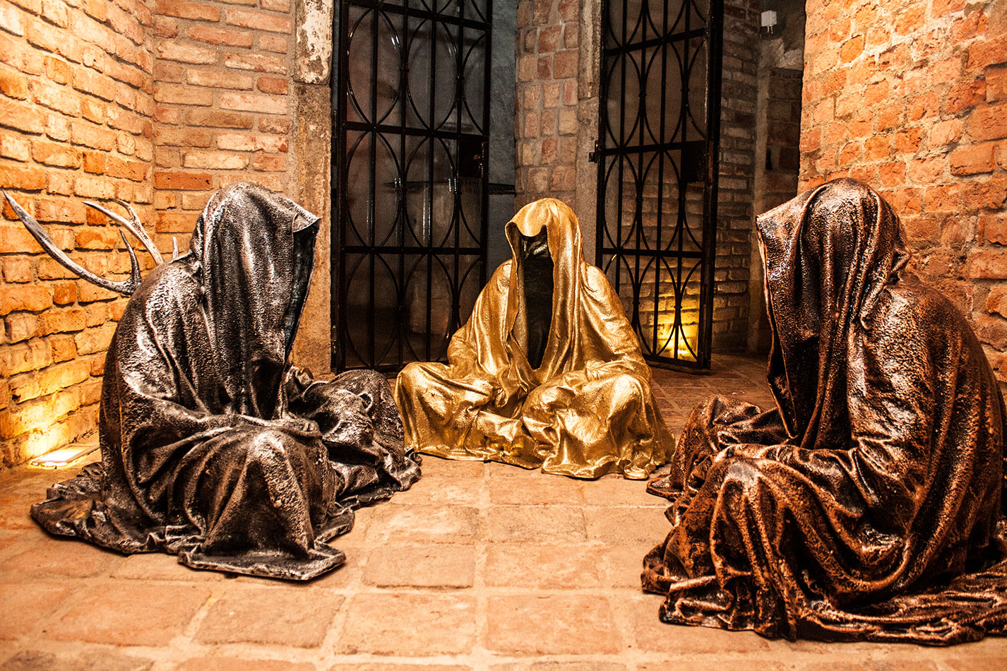 guardians-of-time-sculptor-manfred-kielnhofer-contemporary-modern-fine-arts-antique-sculpture-sttue-art-design-2525