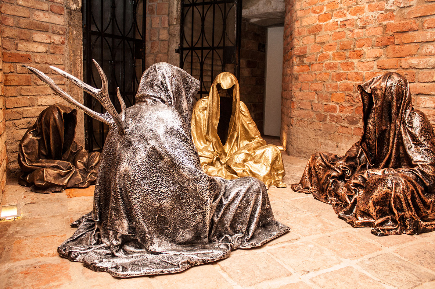 guardians-of-time-sculptor-manfred-kielnhofer-contemporary-modern-fine-arts-antique-sculpture-sttue-art-design-2532
