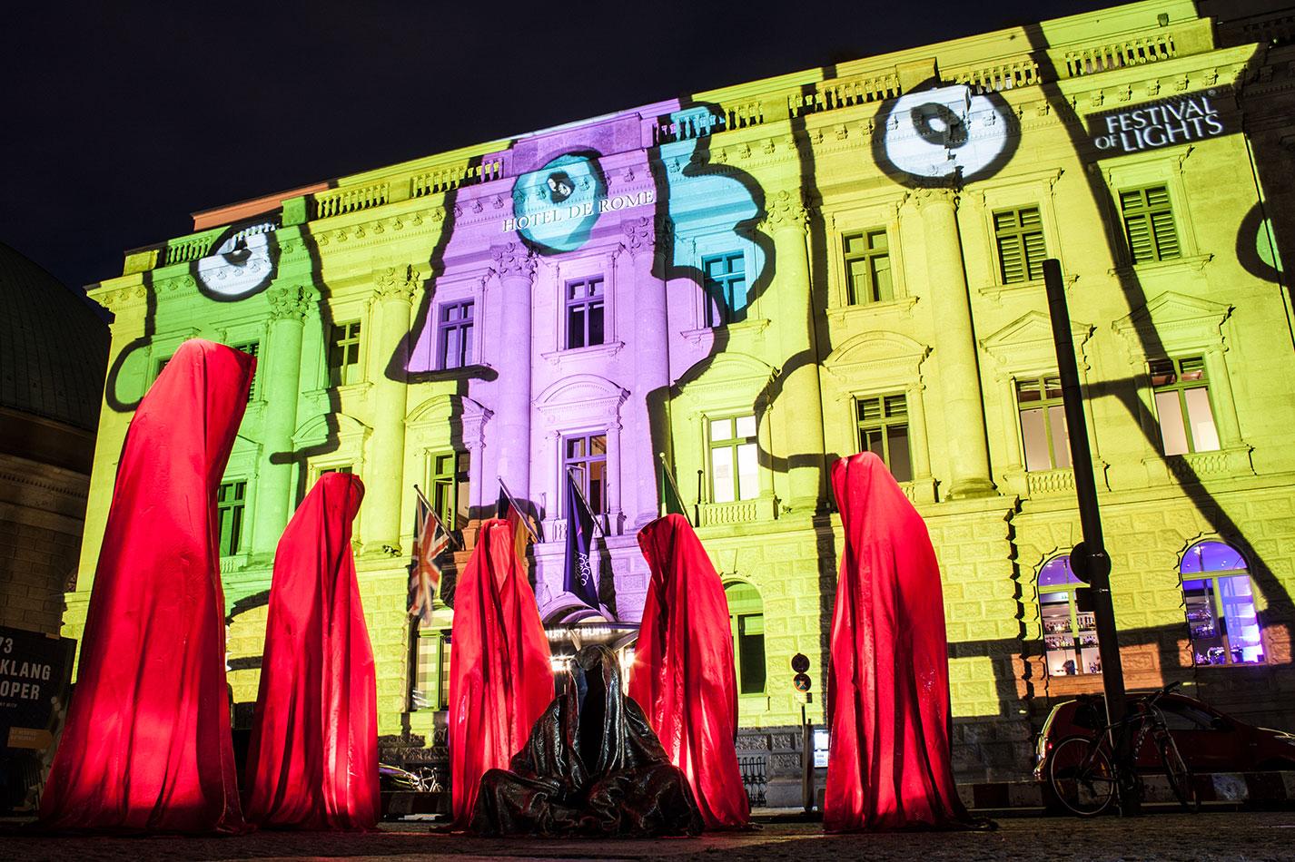 festival-of-lights-berlin-hotel-de-rome-light-art-show-exhibition-lumina-guardians-of-time-manfred-kili-kielnhofer-contemporary-arts-design-sculpture-3371