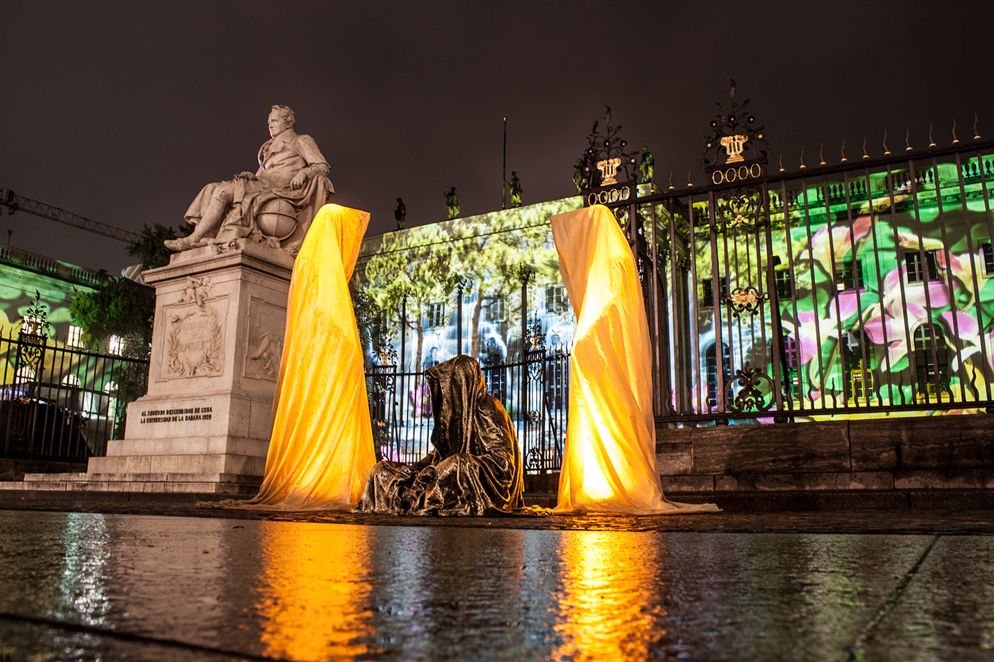 festival-of-lights-berlin-humbold-university-light-art-festival-contemporary-fine-art-design-show-guardiansof-time-manfred-kili-kielnhofer-sculpture-3586