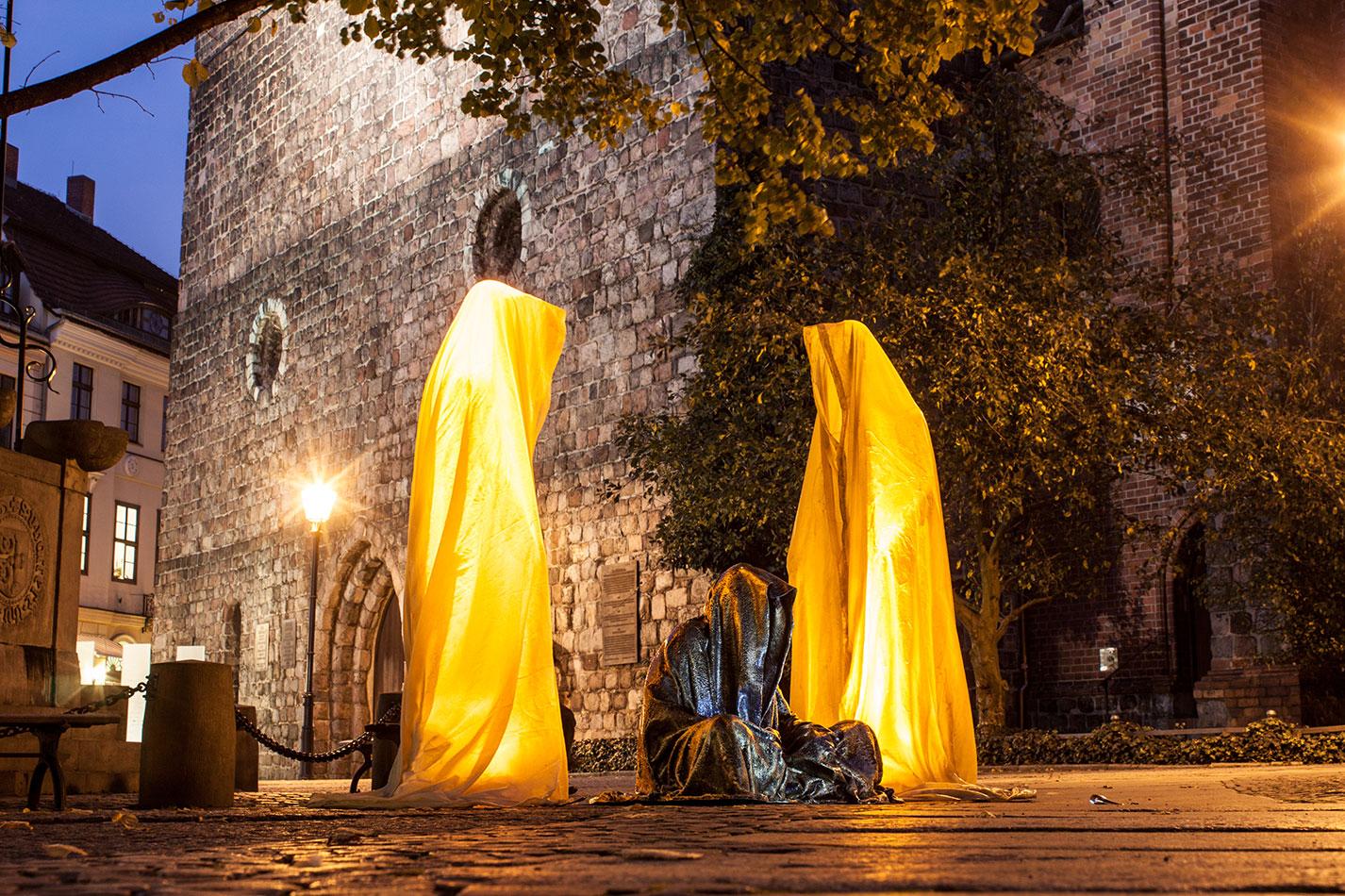 festival-of-lights-berlin-light-art-festival-contemporary-fine-art-design-show-guardiansof-time-manfred-kili-kielnhofer-sculpture-3708