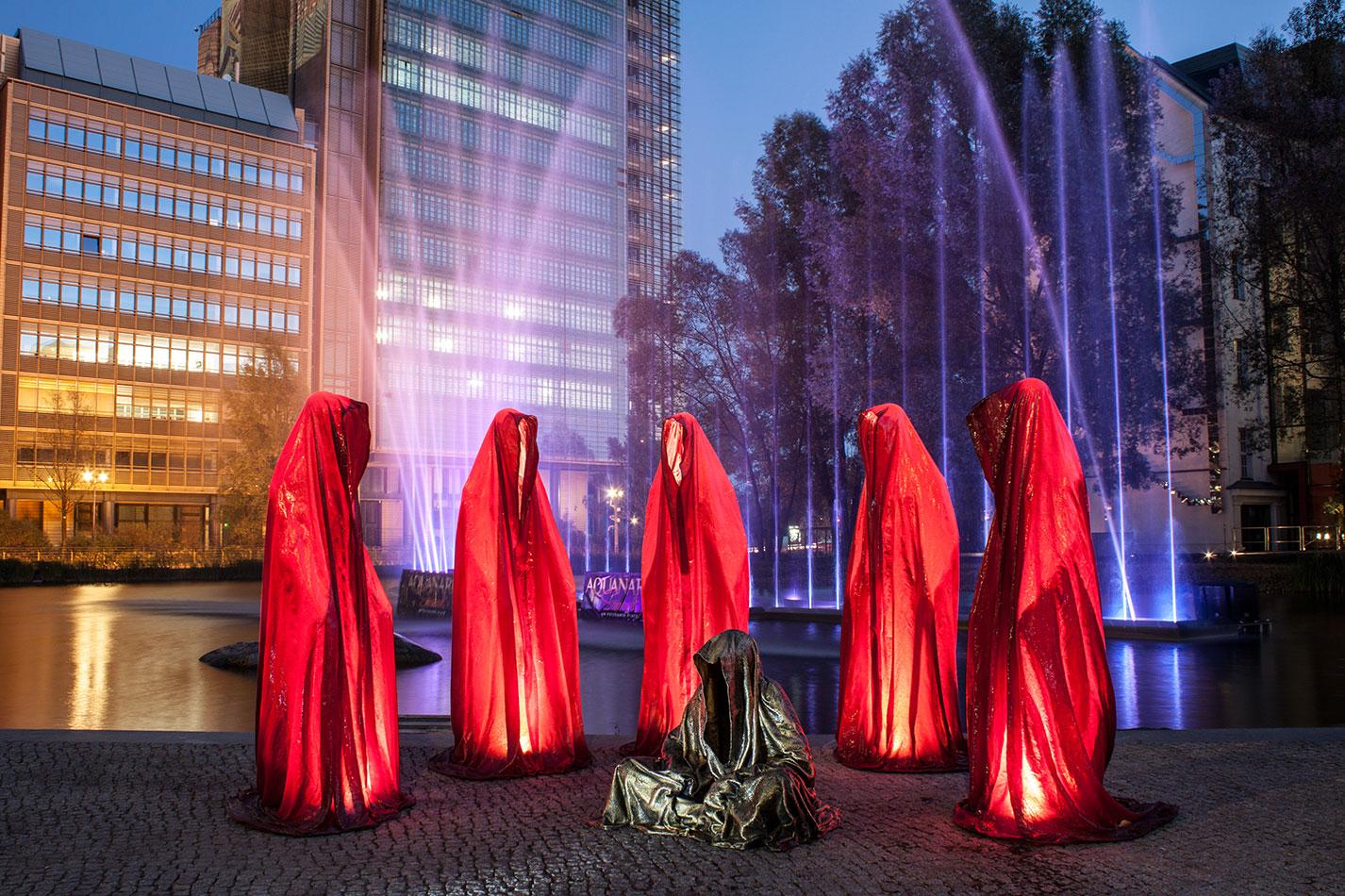 festival-of-lights-berlin-light-art-festival-contemporary-fine-art-design-show-guardiansof-time-manfred-kili-kielnhofer-sculpture-3736