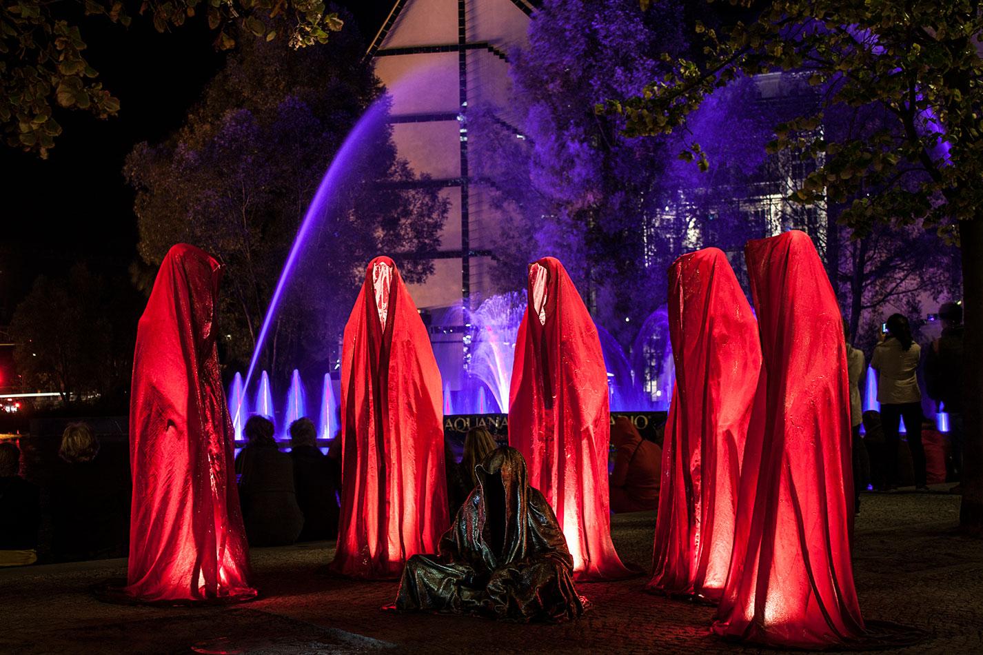 festival-of-lights-berlin-light-art-festival-contemporary-fine-art-design-show-guardiansof-time-manfred-kili-kielnhofer-sculpture-3793