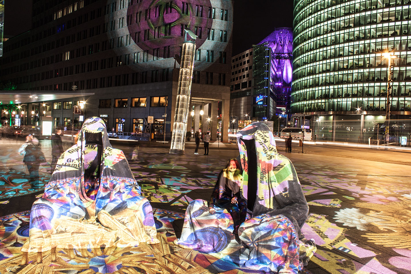 festival-of-lights-berlin-potzdamer-platz-light-art-show-exhibition-lumina-guardians-of-time-manfred-kili-kielnhofer-contemporary-arts-design-large-scale-monumental-public-sculpture-3490