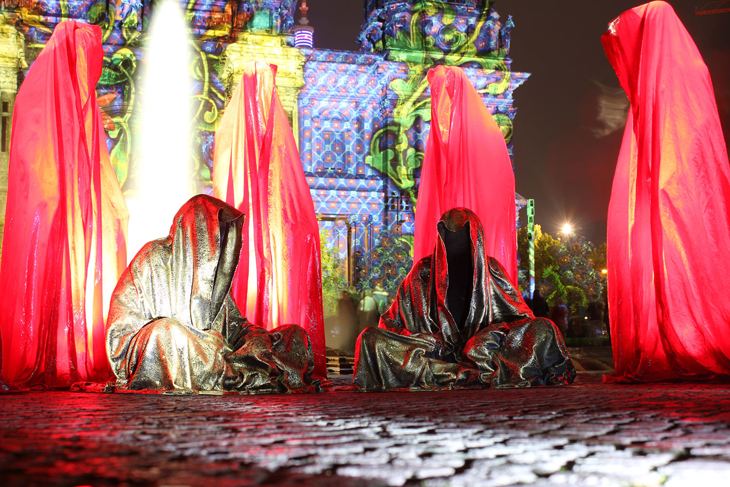 festival-of-lights-old-museum-cathedral-berlin-light-art-show-exhibition-lumina-guardians-of-time-manfred-kili-kielnhofer-contemporary-arts-design-sculpture-3012