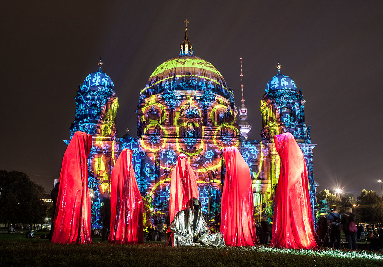 festival-of-lights-old-museum-cathedral-berlin-light-art-show-exhibition-lumina-guardians-of-time-manfred-kili-kielnhofer-contemporary-arts-design-sculpture-3056