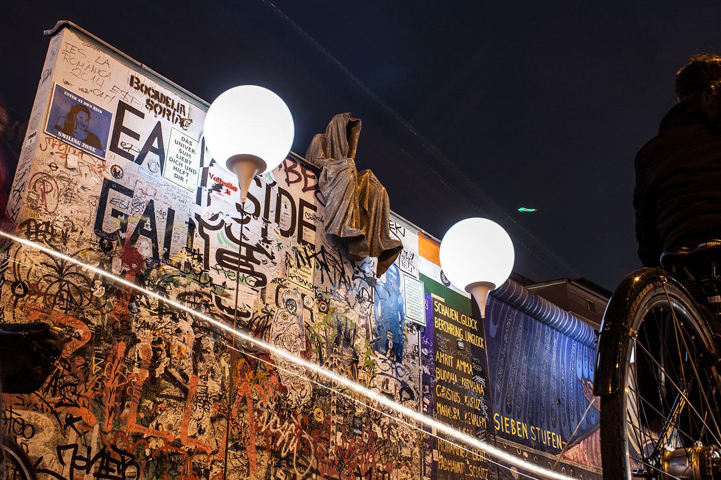 25-jears-wallfall-berlin-germany-contemporary-fine-art-show-arts-design-guardians-of-time-manfred-kili-kielnhofer-4279