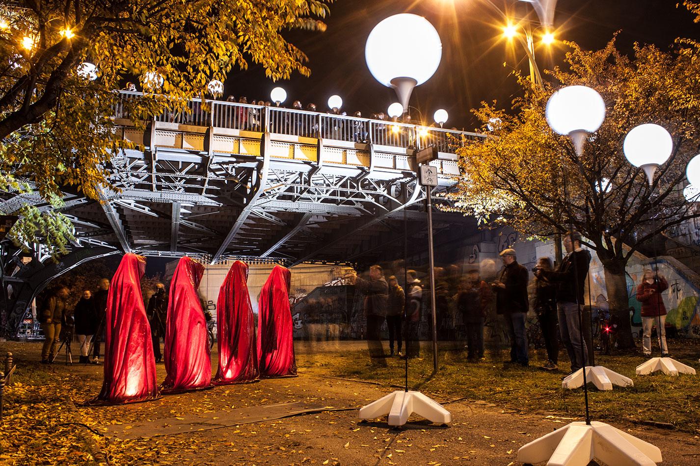25-jears-wallfall-berlin-germany-contemporary-fine-art-show-arts-design-guardians-of-time-manfred-kili-kielnhofer-4300