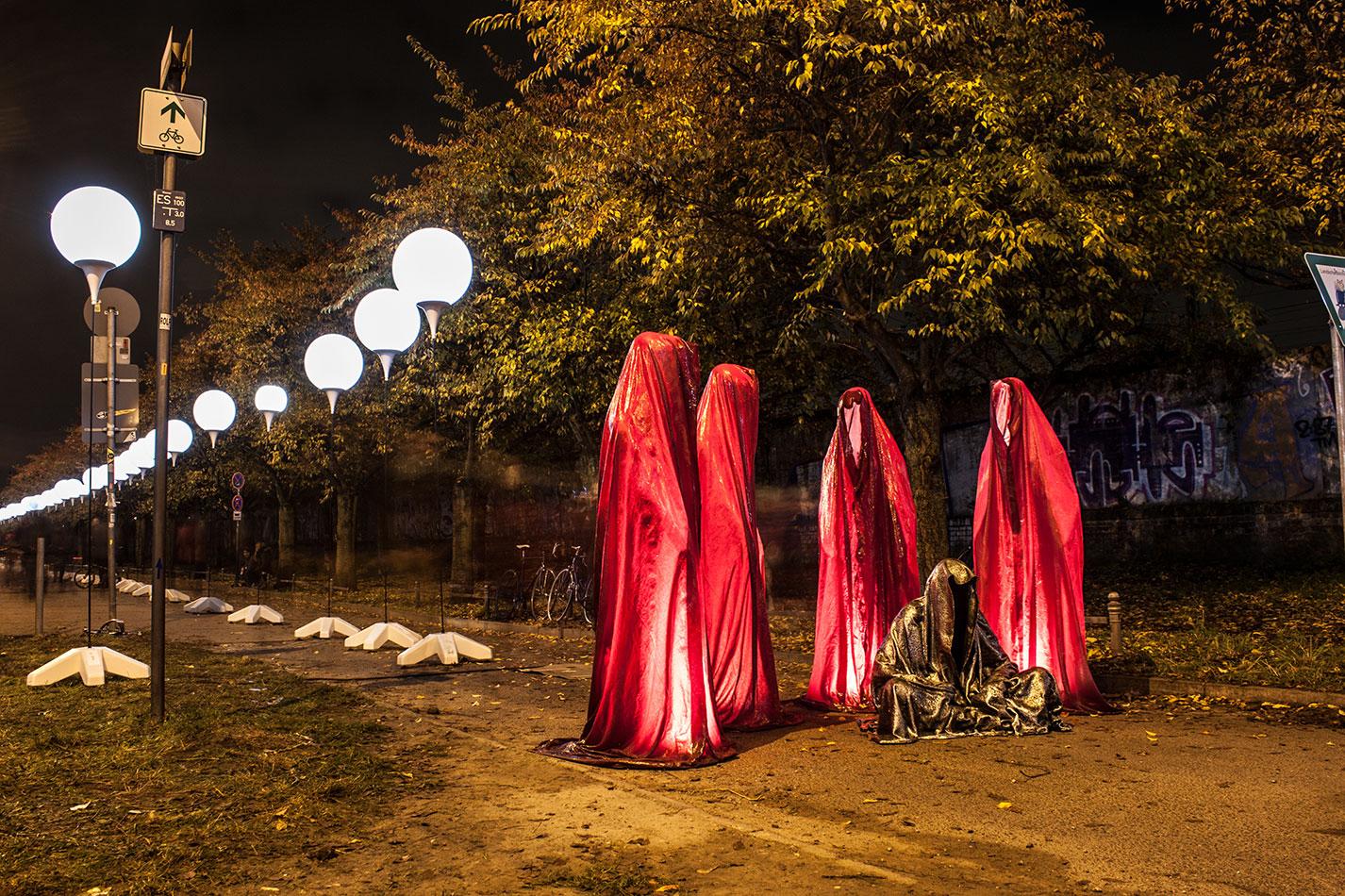 25-jears-wallfall-berlin-germany-contemporary-fine-art-show-arts-design-guardians-of-time-manfred-kili-kielnhofer-4330