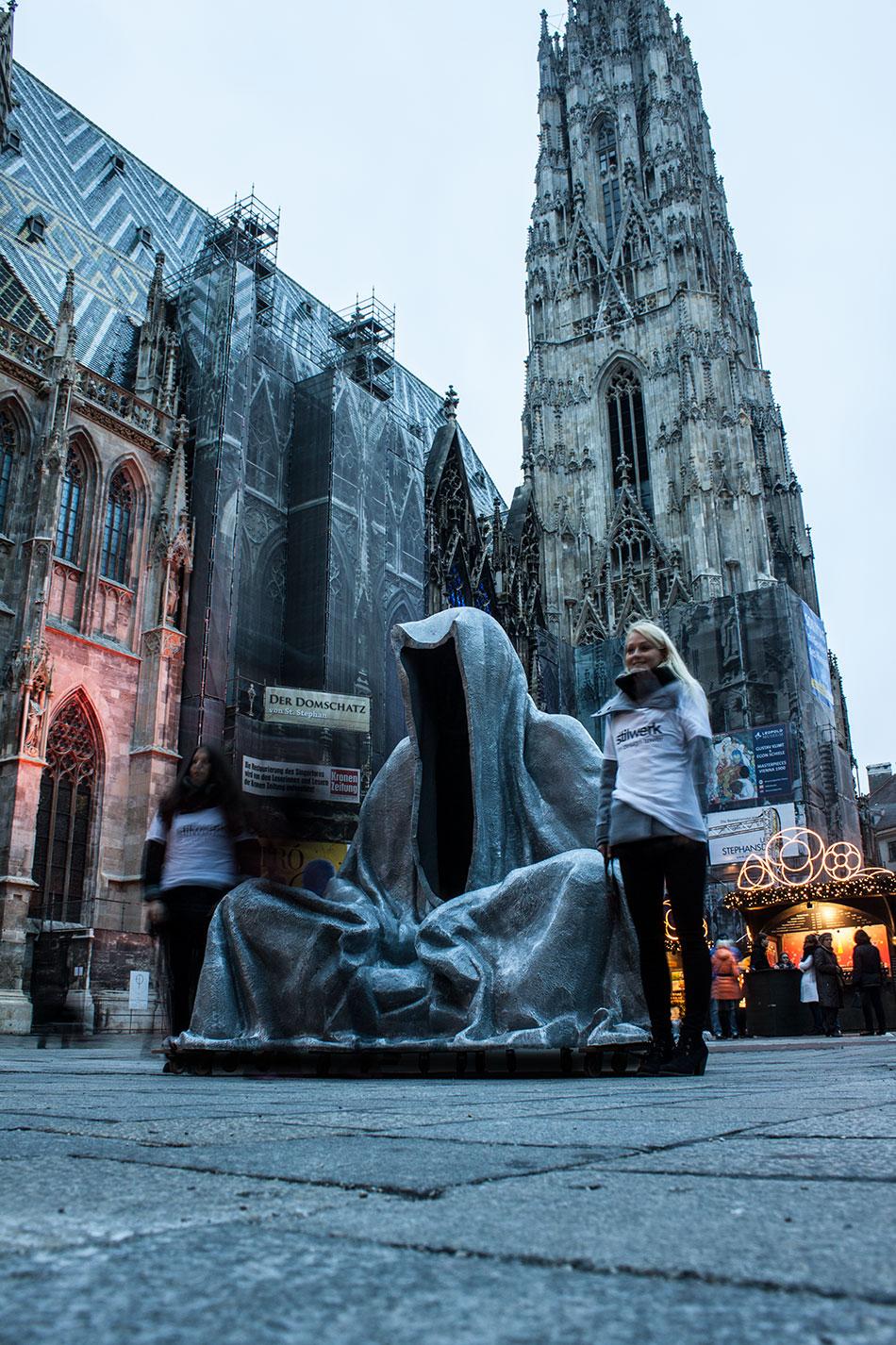 stilwerk-wien-design-tower-art-antique-fair-vienna-wikam-guardians-of-time-manfred-kielnhofer-duekouba-designkooperative-public-art-sculpture-transport-design-tour-vienna-5012