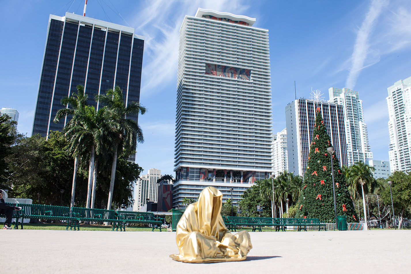 public-art-basel-miami-beach-fair-usa-florida-guardians-of-time-manfred-kili-kielnhofer-contemporary-fine-art-modern-arts-design-antiques-sculpture-6693