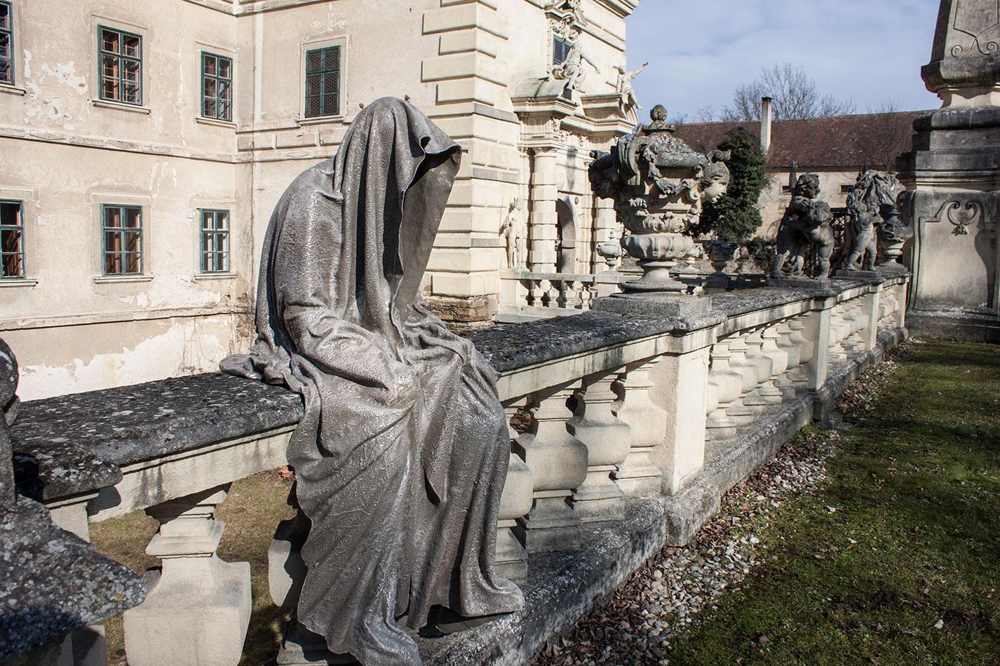 castle-greilenstein-lower-austria-wood-quater-waldviertel-guardians-of-time-contemporary-art-sculpture-design-antique-manfred-kielnhofer-7436