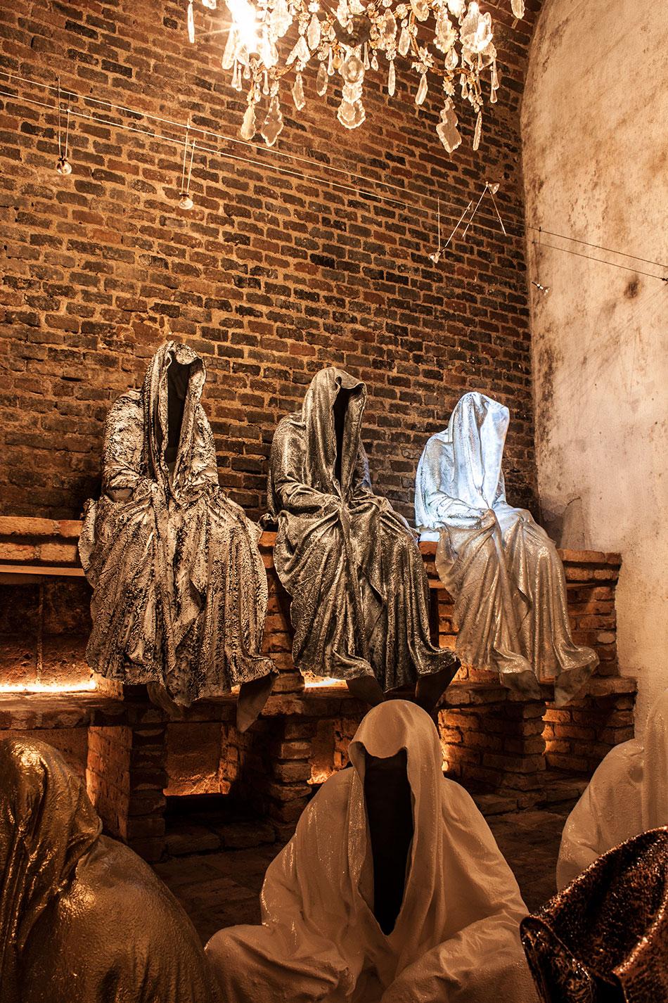 wine-cellar-galerie-artdealer--freller-guardians-of-time-manfred-kili-kielnhofer-contemporary-art-arts-light-design-sculpture-antique-show-statue-7905