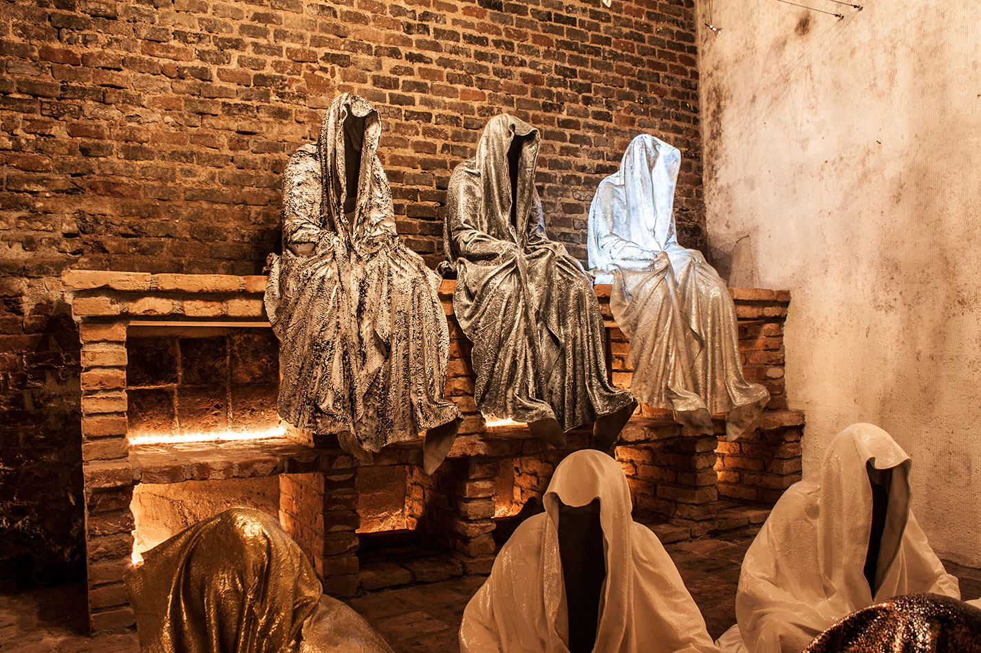wine-cellar-galerie-artdealer--freller-guardians-of-time-manfred-kili-kielnhofer-contemporary-art-arts-light-design-sculpture-antique-show-statue-7906