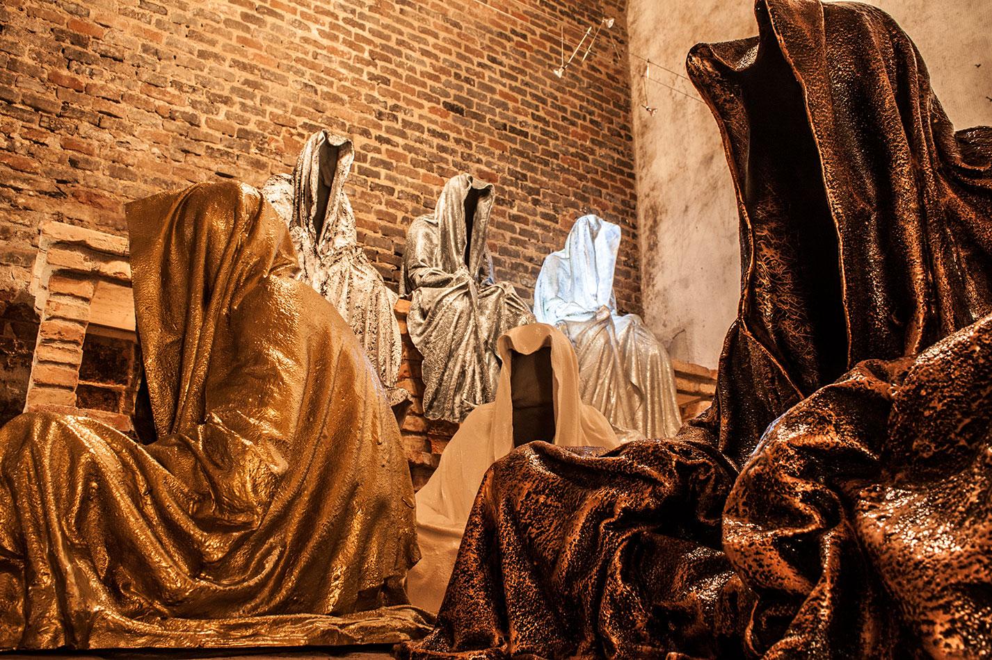 wine-cellar-galerie-artdealer--freller-guardians-of-time-manfred-kili-kielnhofer-contemporary-art-arts-light-design-sculpture-antique-show-statue-7907