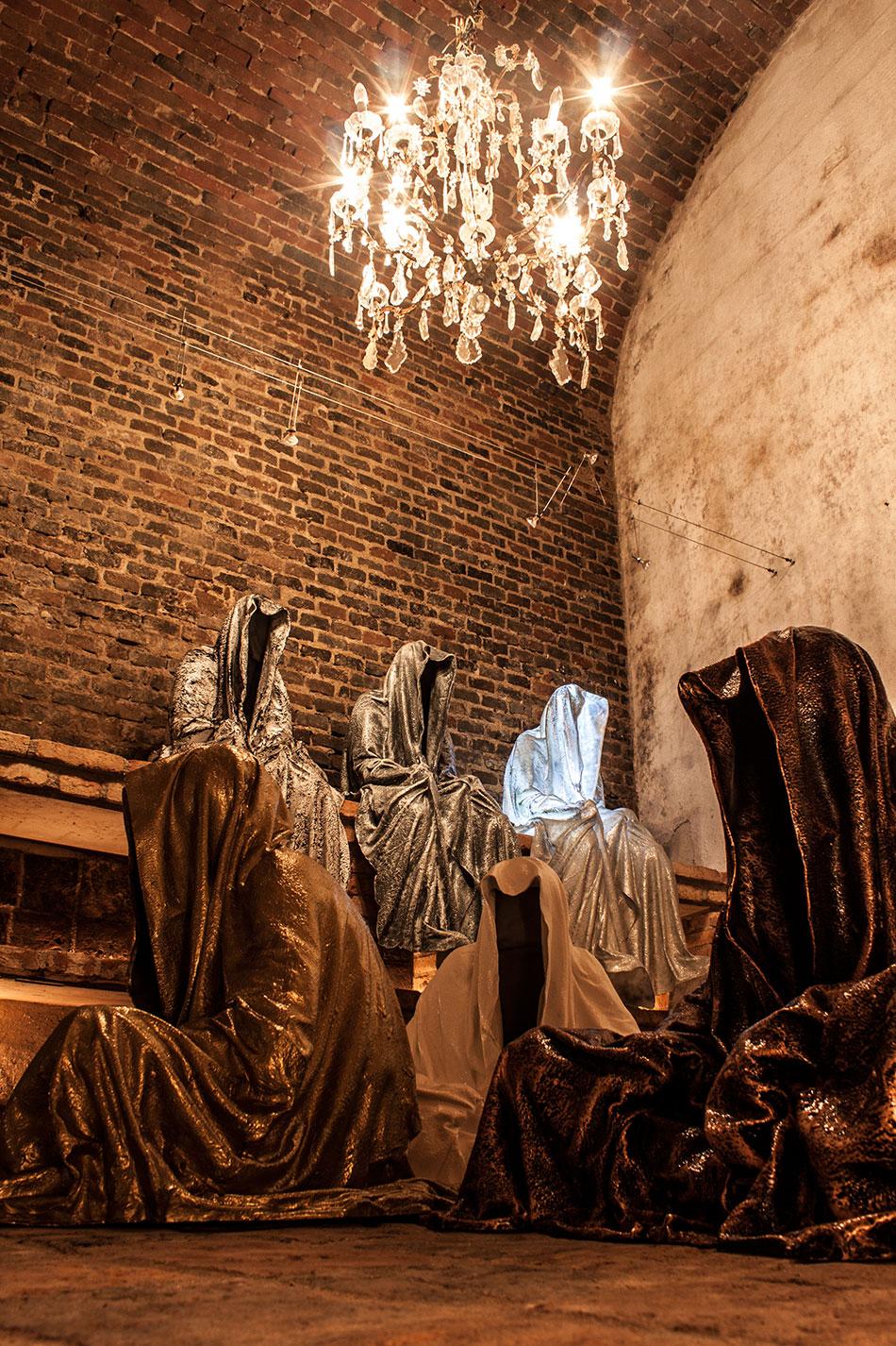 wine-cellar-galerie-artdealer--freller-guardians-of-time-manfred-kili-kielnhofer-contemporary-art-arts-light-design-sculpture-antique-show-statue-7909