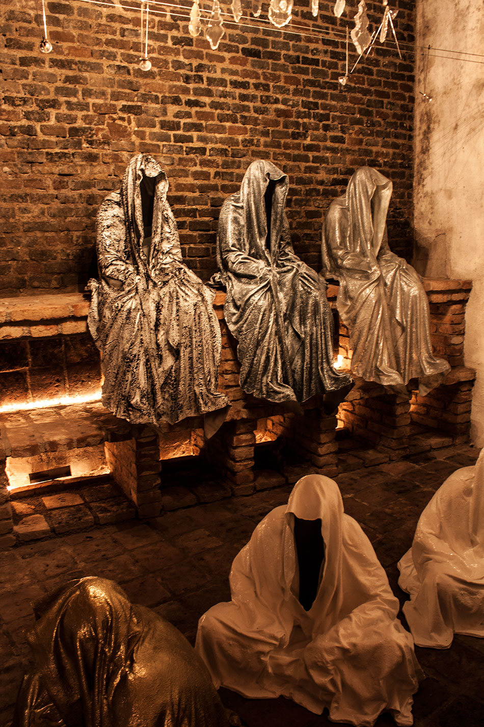 wine-cellar-galerie-artdealer--freller-guardians-of-time-manfred-kili-kielnhofer-contemporary-art-arts-light-design-sculpture-antique-show-statue-7921