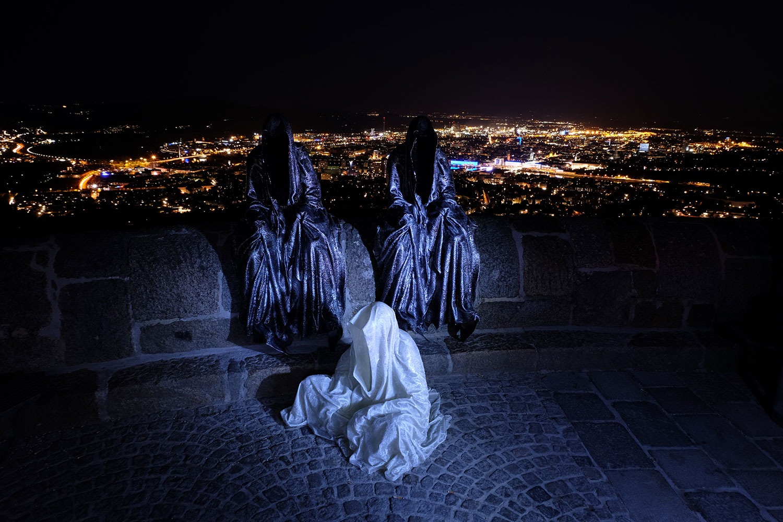 linz-austria-contemporary-art-arts-arte-design-sculpture-statue-guardians-of-time-manfred-kielnhofer-0360