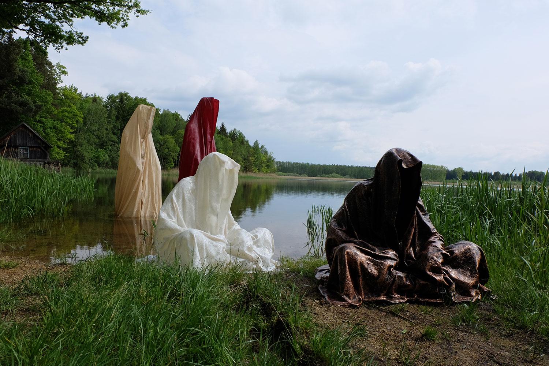 farryman-pound-lake-boad-waldviertel-austria-guardians-of-time-manfred-kielnhofer-contemporary-art-design-arts-theater-dance-arte-performance-sculpture-show-2970