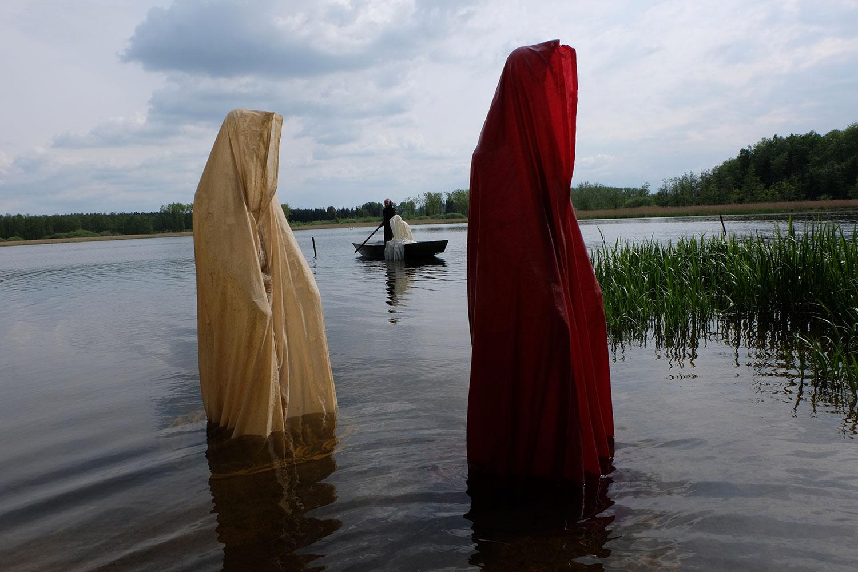 farryman-pound-lake-boad-waldviertel-austria-guardians-of-time-manfred-kielnhofer-contemporary-art-design-arts-theater-dance-arte-performance-sculpture-show-3042