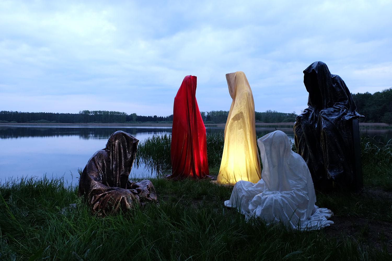 farryman-pound-lake-waldviertel-austria-guardians-of-time-manfred-kielnhofer-contemporary-art-design-arts-theater-dance-arte-performance-show-3150
