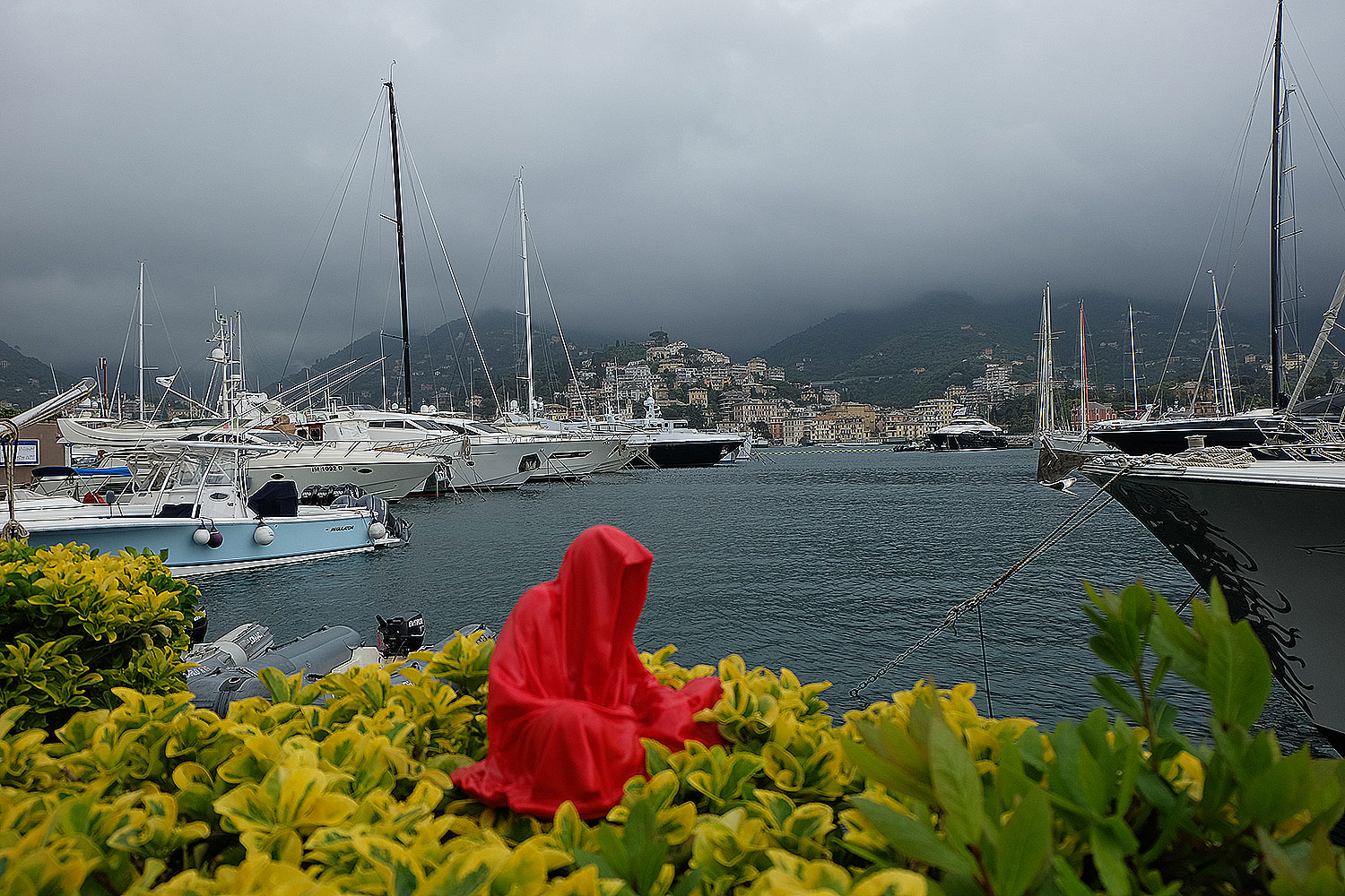 guardians-of-time-manfred-kili-kielnhofer-contemporary-fine-art-sculpture-tour-italy-genova-rapallo-portofino-see-cost-2406