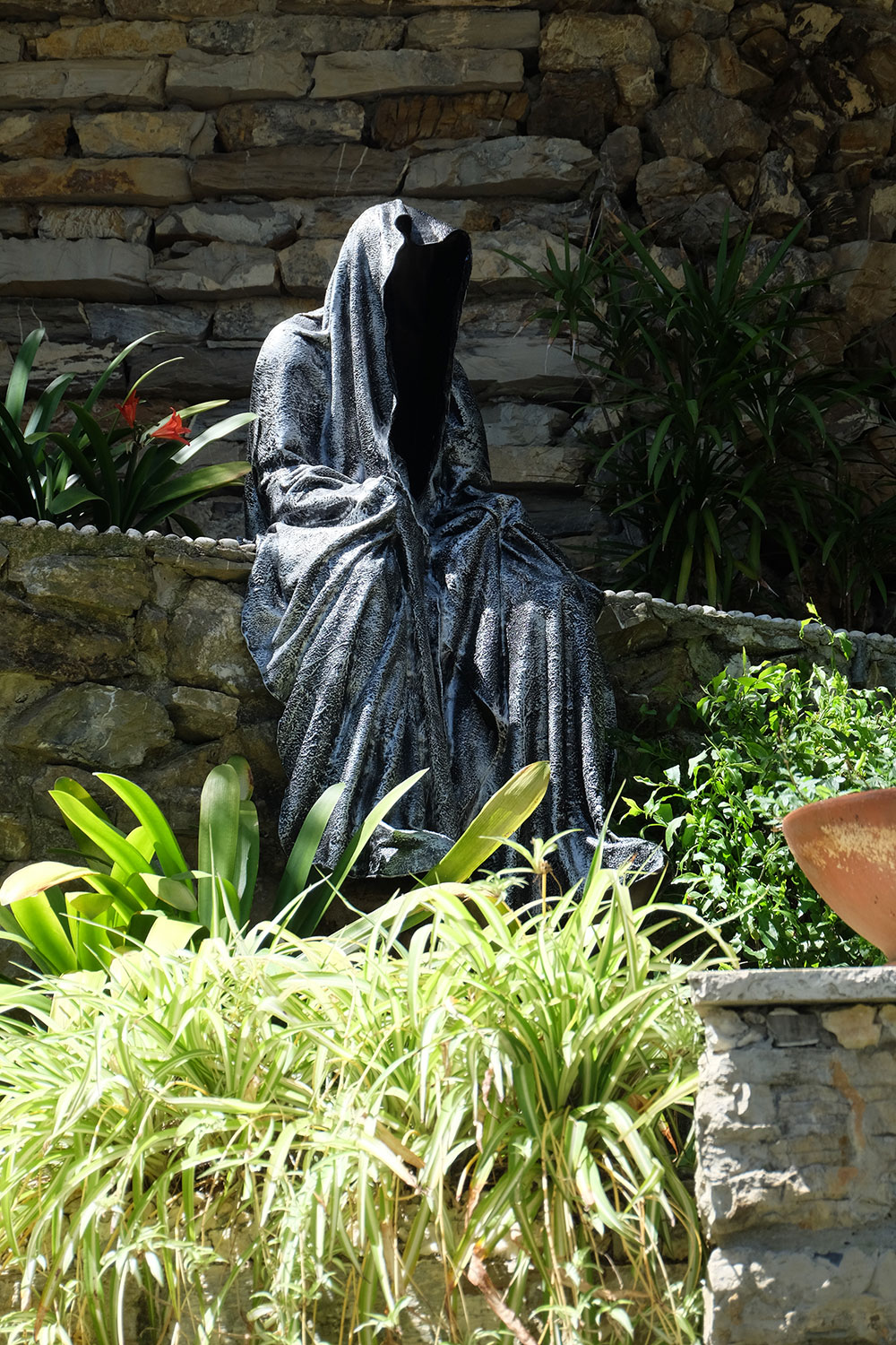 guardians-of-time-manfred-kili-kielnhofer-contemporary-fine-art-sculpture-tour-italy-genova-rapallo-portofino-see-cost-2421
