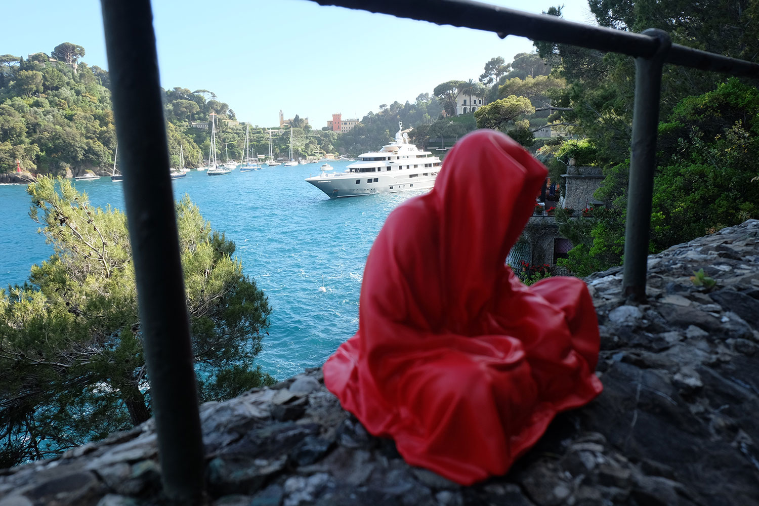 guardians-of-time-manfred-kili-kielnhofer-contemporary-fine-art-sculpture-tour-italy-genova-rapallo-portofino-see-cost-2446