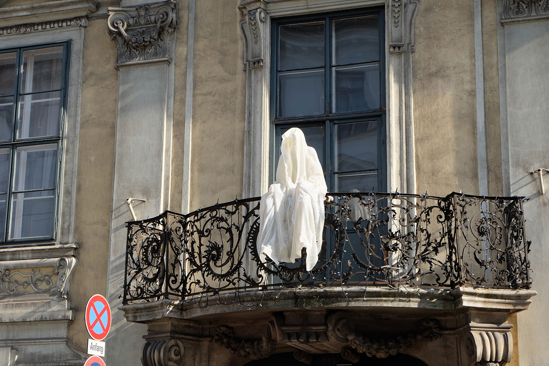 konstante-art-fair-vienna-gartenpaalais-schoenborn-volkskundemuseum-guardians-of-time-manfred-kili-kielnhofer-contemporary-art-arts-design-sculpture-statue-3207