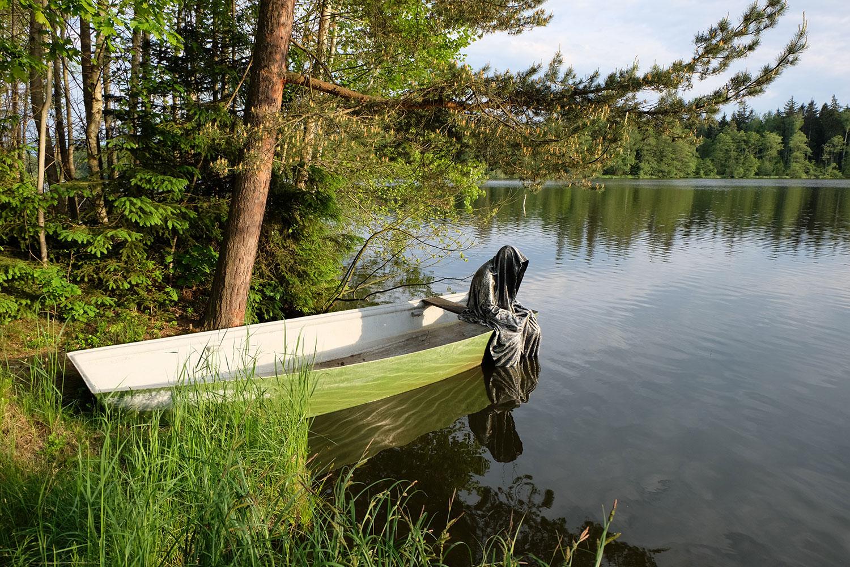 Avalon Island legend ferryman-pound-lake-boad-waldviertel-austria-guardians-of-time-manfred-kielnhofer-contemporary-art-design-arts-theater-dance-arte-performance-sculpture-show-3400