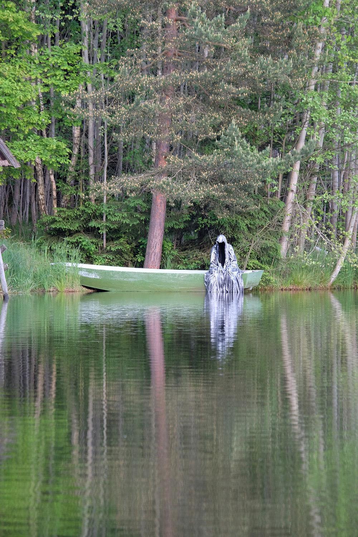 Avalon Island legend ferryman-pound-lake-boad-waldviertel-austria-guardians-of-time-manfred-kielnhofer-contemporary-art-design-arts-theater-dance-arte-performance-sculpture-show-3408