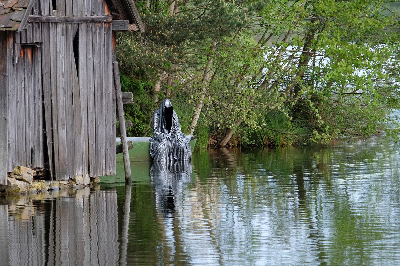 Avalon Island legend ferryman-pound-lake-boad-waldviertel-austria-guardians-of-time-manfred-kielnhofer-contemporary-art-design-arts-theater-dance-arte-performance-sculpture-show-3436