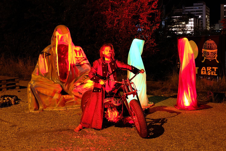 artbasel-swiss-scope-art-ghost-bice-guardians-of-time-manfred-kili-kielnhofer-large-scale-contemporary-art-design-sculpture-statue-arts-arte-4993