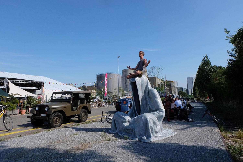 artbasel-swiss-scope-art-guardians-of-time-manfred-kili-kielnhofer-large-scale-contemporary-art-design-sculpture-statue-arts-arte-4344