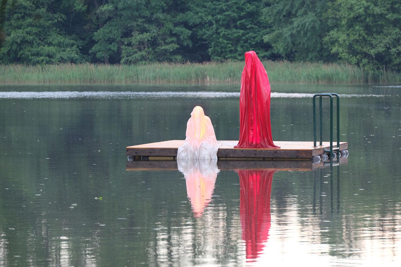 avalon-legend-mythology-ferryman-lake-ponds-guardians-of-time-manfred-kili-kielnhofer-contemporary-art-design-sculpture-statue-light-arts-4077