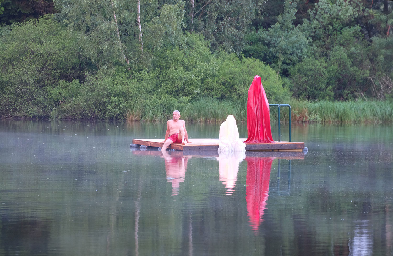 avalon-legend-mythology-ferryman-lake-ponds-guardians-of-time-manfred-kili-kielnhofer-contemporary-art-design-sculpture-statue-light-arts-4127y