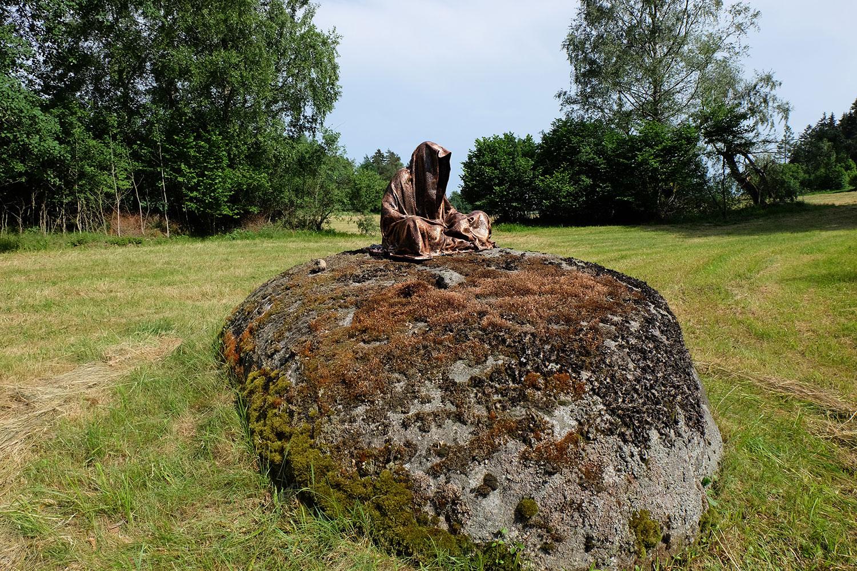 avalon-legend-mythology-ferryman-lake-ponds-guardians-of-time-manfred-kili-kielnhofer-contemporary-art-design-sculpture-statue-light-arts-4156