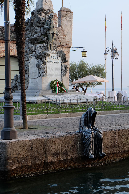 lazise-largo-de-guarda-guardians-of-time-manfred-kili-kielnhofer-contemporary-art-design-ats-arte-sculpture-chirge-religion-3705