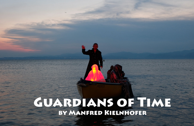 lazise-largo-de-guarda-italia--kouba-designkooperative-austria-guardians-of-time-manfred-kili-kielnhofer-contemporary-art-design-arts-arte-sculpture-theater-foto-film-performnce-avalon-ferryman-3809-