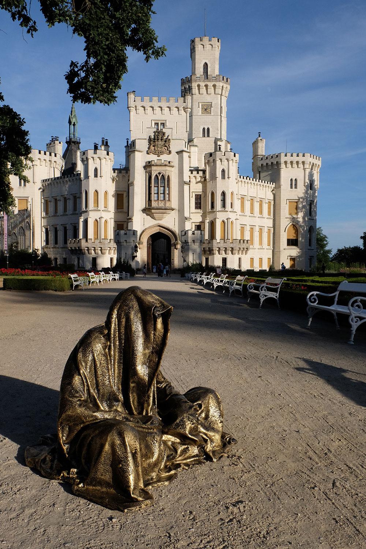 hluboka-castle--czech-republic-guardians-of-time-manfred-kili-kielnhofer-contemporary-fine-art-sculpture-statue-arts-design-modern-photography-artfund-artshow-pro-6641