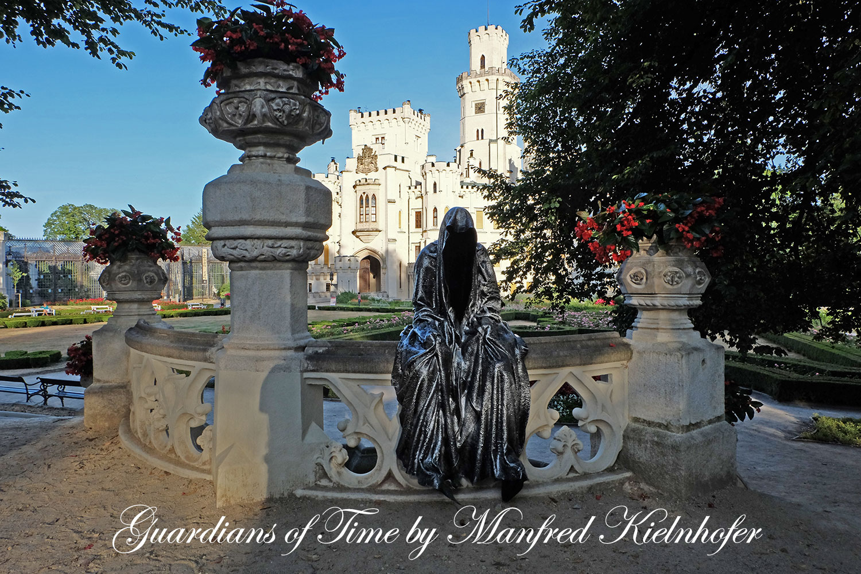 hluboka-castle--czech-republic-guardians-of-time-manfred-kili-kielnhofer-contemporary-fine-art-sculpture-statue-arts-design-modern-photography-artfund-artshow-pro-6708