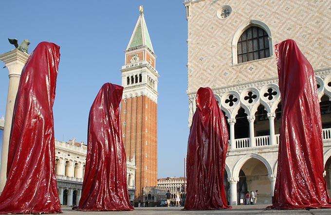 contemporary-public-ar-la-biennale-di-venezia-arts arte show-project-venice- illuminations sculpture manfred kielnhofer-statue-