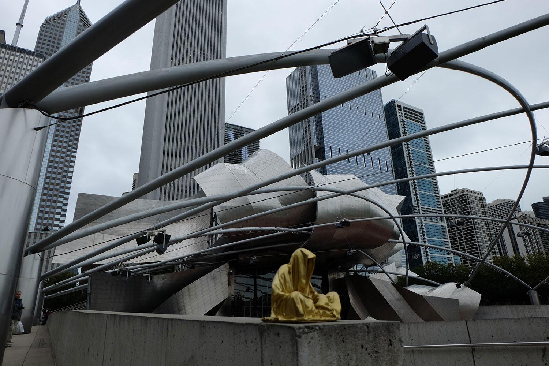chicago-millenium-park-usa-contemporary-art-arts-sculpture-public-design-photography-guardians-of-time-keeper-manfred-kili-kielnhofer-8831