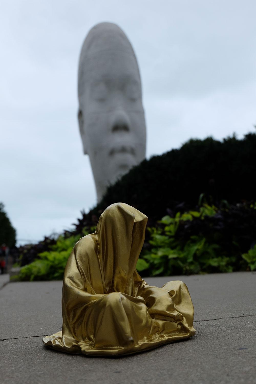 chicago-millenium-park-usa-contemporary-art-arts-sculpture-public-design-photography-guardians-of-time-keeper-manfred-kili-kielnhofer-8846