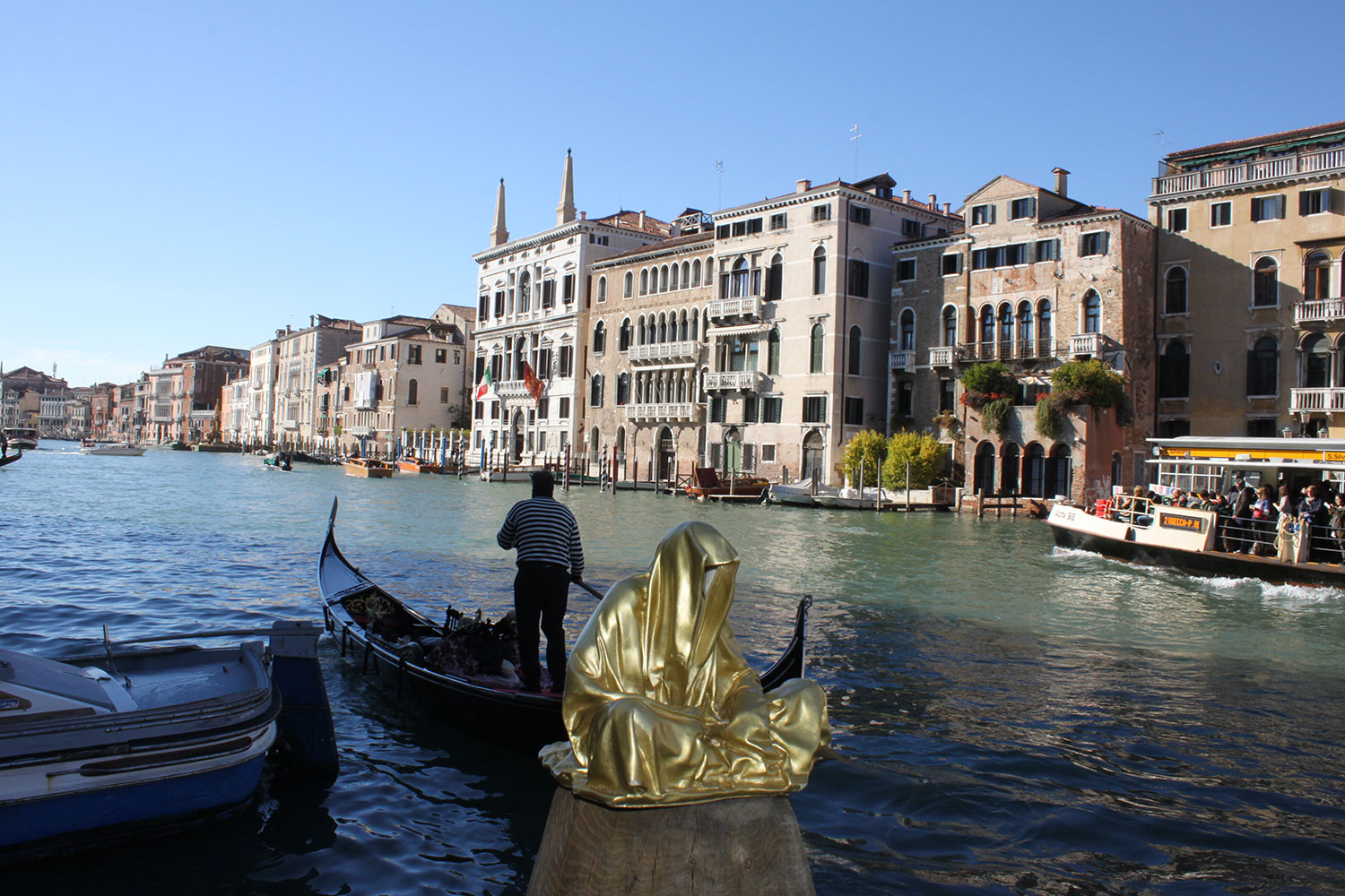 european-cultural-centre-venice-biennale-contemporary-art-show-sculpture-fine-arts-public-statue-guardians-of-time-manfred-kili-kielnhofer-9854