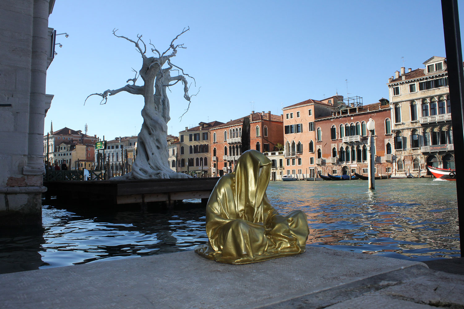 european-cultural-centre-venice-biennale-contemporary-art-show-sculpture-fine-arts-public-statue-guardians-of-time-manfred-kili-kielnhofer-9868