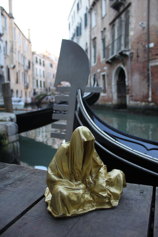 european-cultural-centre-venice-biennale-global-art-affairs-contemporary-art-show-sculpture-fine-arts-public-statue-guardians-of-time-manfred-kili-kielnhofer-0313
