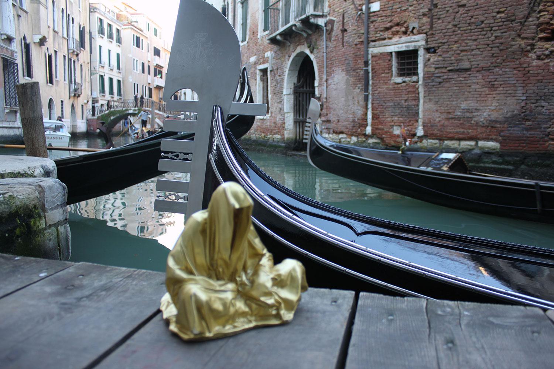 european-cultural-centre-venice-biennale-global-art-affairs-contemporary-art-show-sculpture-fine-arts-public-statue-guardians-of-time-manfred-kili-kielnhofer-0316