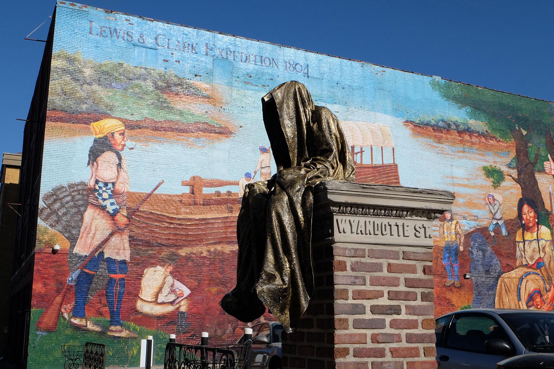 kansas-city-artprize-contemporary-art-fine-arts-sculpture-sculpt-light-art-public-arts-modern-design-antique-guardians-of-time-keepers-manfred-kielnhofer-kili-8612